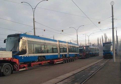 Встолицу Украины привезли новые польские трамваи с небольшими полами