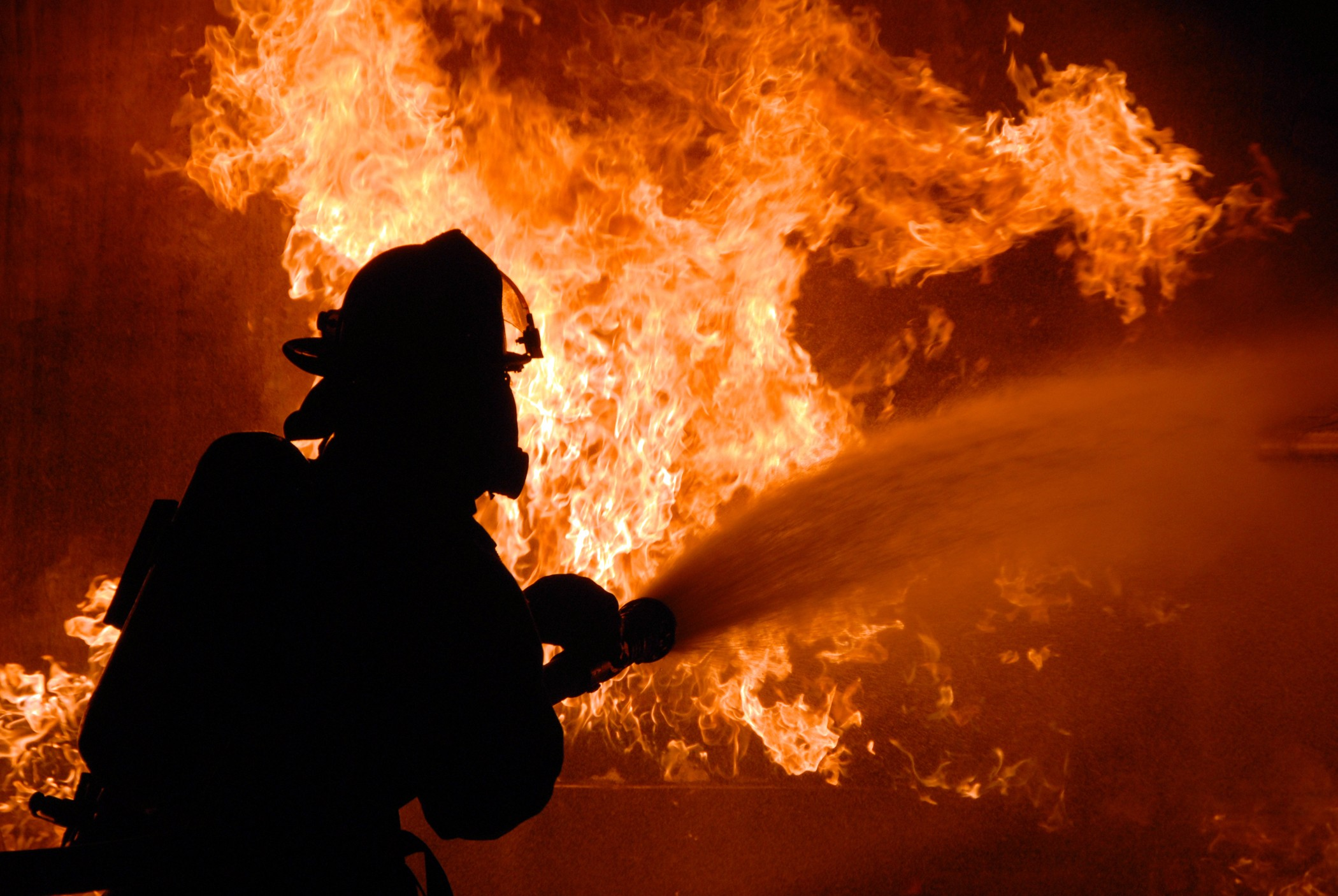 В огне на Харьковщине умерла женщина