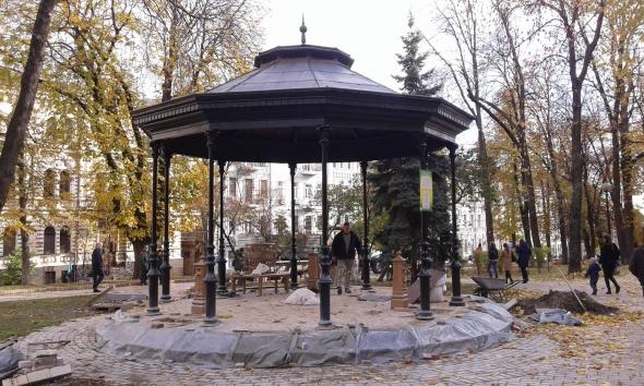 В парке Шевченко продолжается ремонт бюветного комплекса