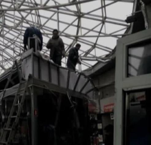 НаСевастопольской площади демонтировали МАФы