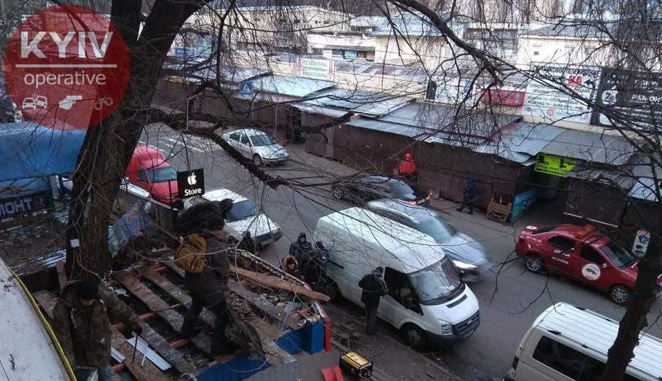 ВКиеве взялись заснос МАФов наКараваевых Дачах