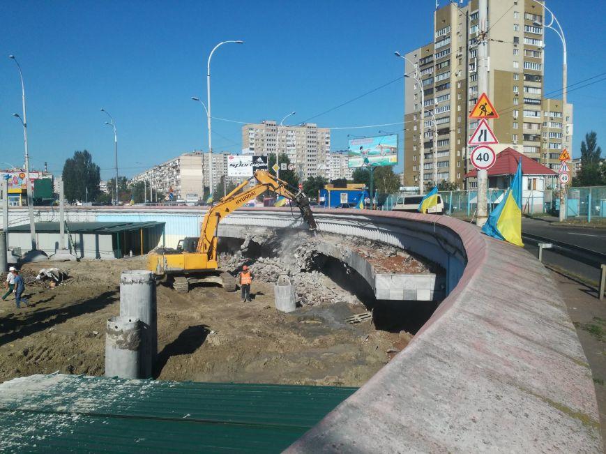 ВКиеве снесли вход настанцию метро «Героев Днепра»