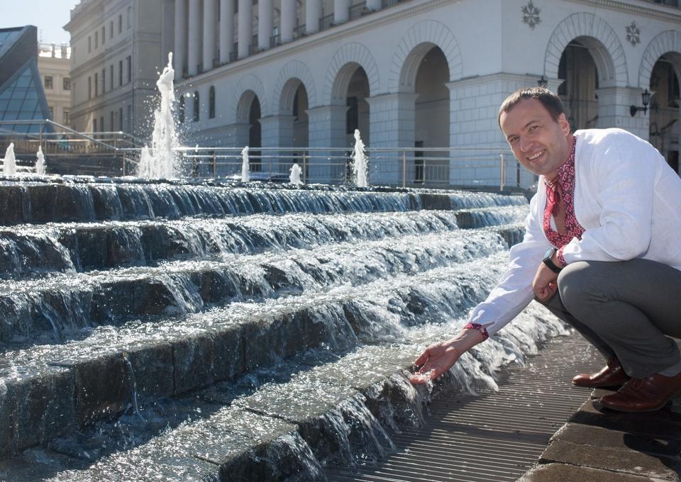 КГГА: НаМайдане вКиеве заработал каскадный фонтан