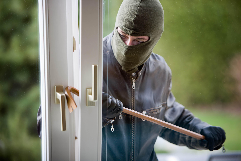 Проник в квартиру через окно: Грабителя задержали с поличным