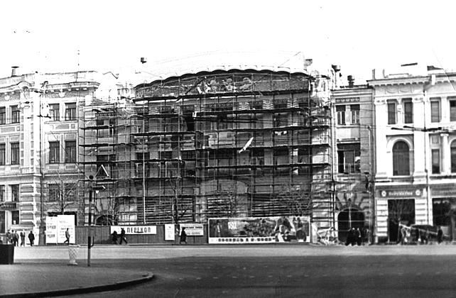 В 1960-х здание пережило масштабную реконструкцию с перепланировкой внутренних помещений