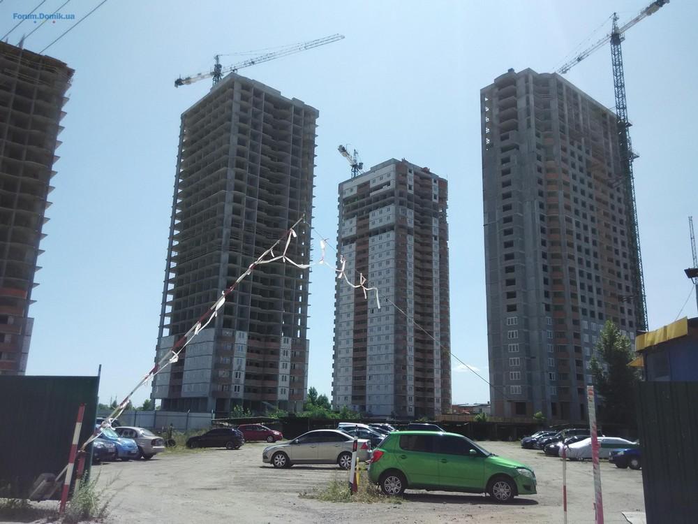 Фотоотчет строительства ЖК на ул. С. Крушельницкой, в Дарницком р-не столицы