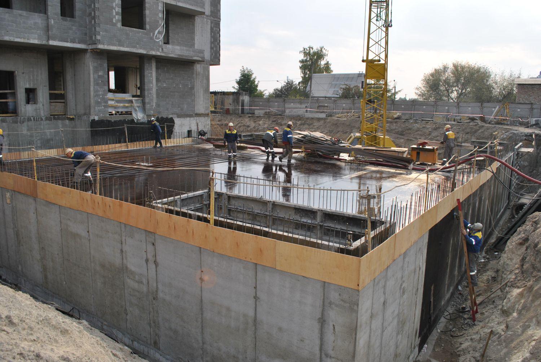 Возводится 7 этаж второй секции ЖД по ул. Армянской, 6а, в Дарницком р-не столицы