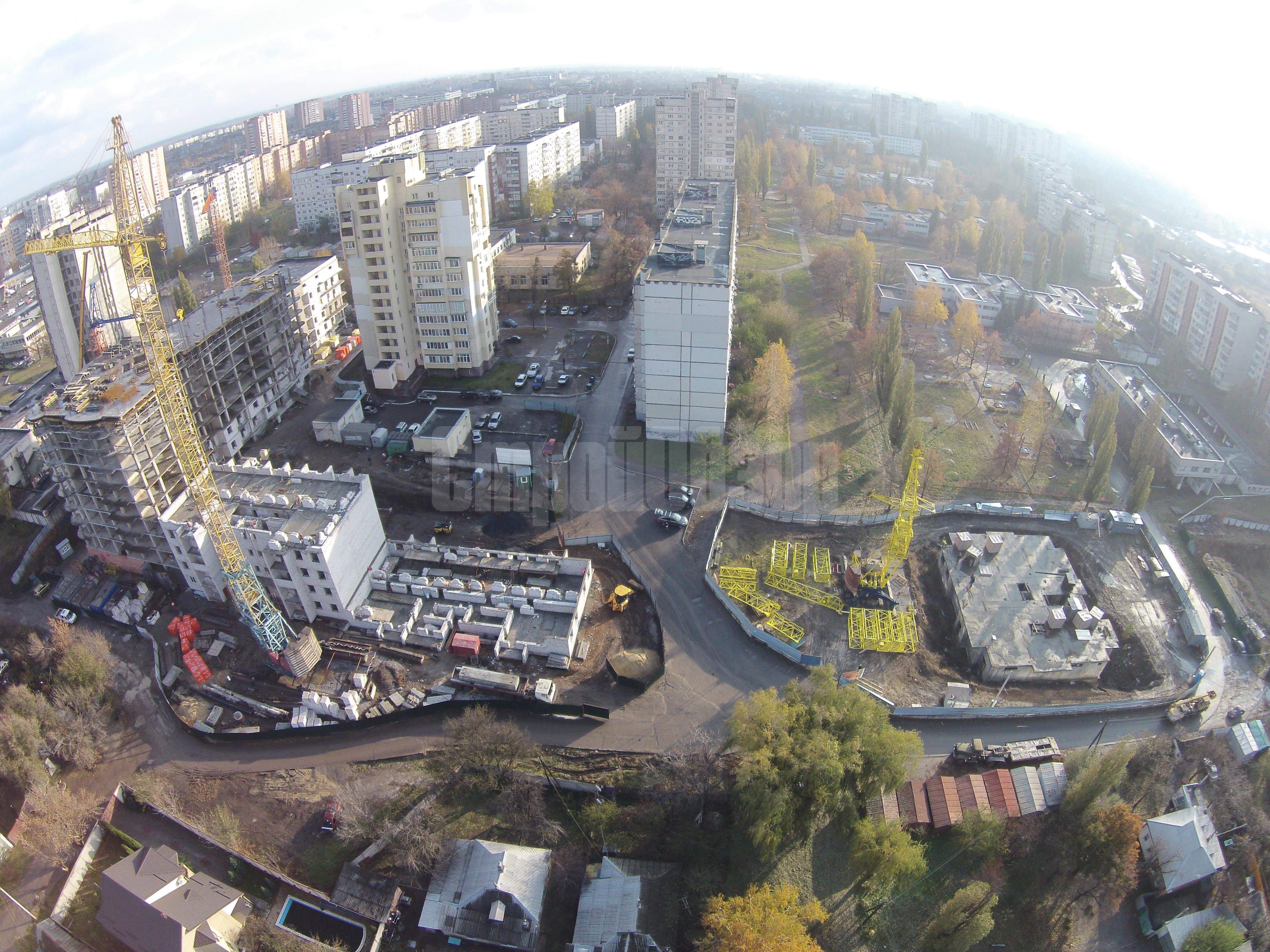 заборы стройплощадок разделяют 20 метров