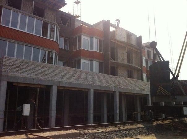 11 секция(очередь 5)  Перекрытие железобетонными плитами 4 этажа Кирпичная кладка санузла на 2 этаже